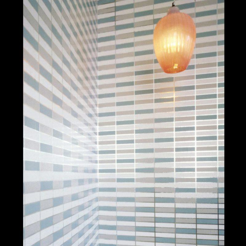 Soda wallpaper in aqua silver