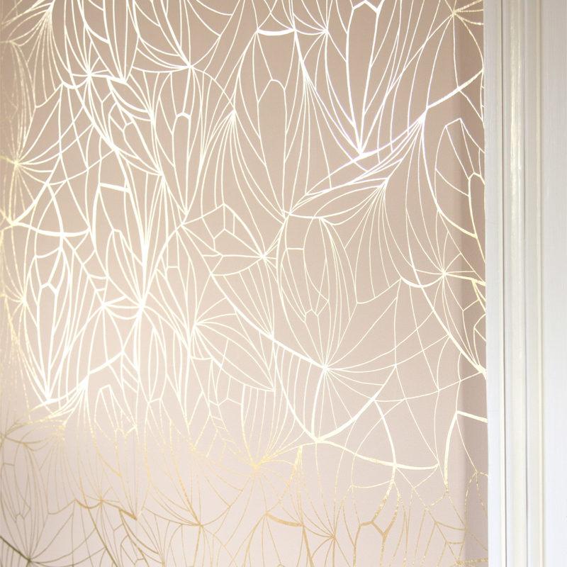 Leaf gold / nude pink wallpaper